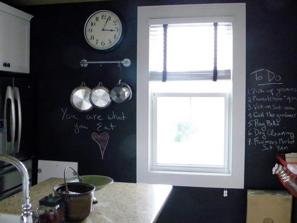 تخته سیاه در آشپزخانه